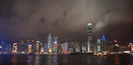 夜晚的維多利亞港 victoria harbour at night