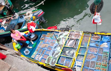西貢碼頭的浮動海鮮檔
